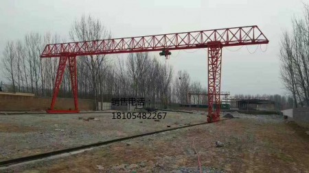 岳峰公司跨度54米花架起重机安装完毕