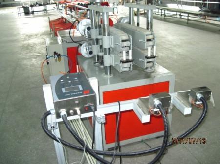 PVC穿线管设备