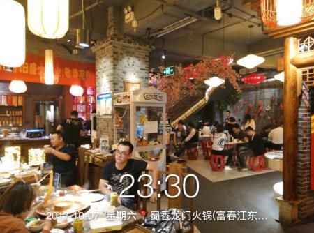 装修精致的川西火锅店