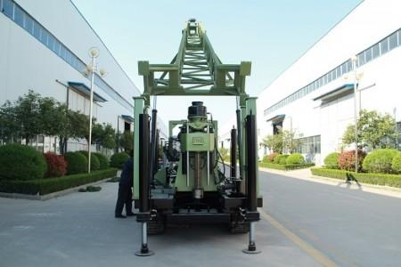 柴油机动力履带水井钻机