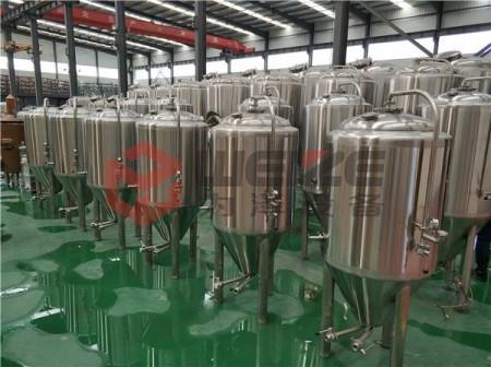 500L蒸汽加热精酿啤酒设备