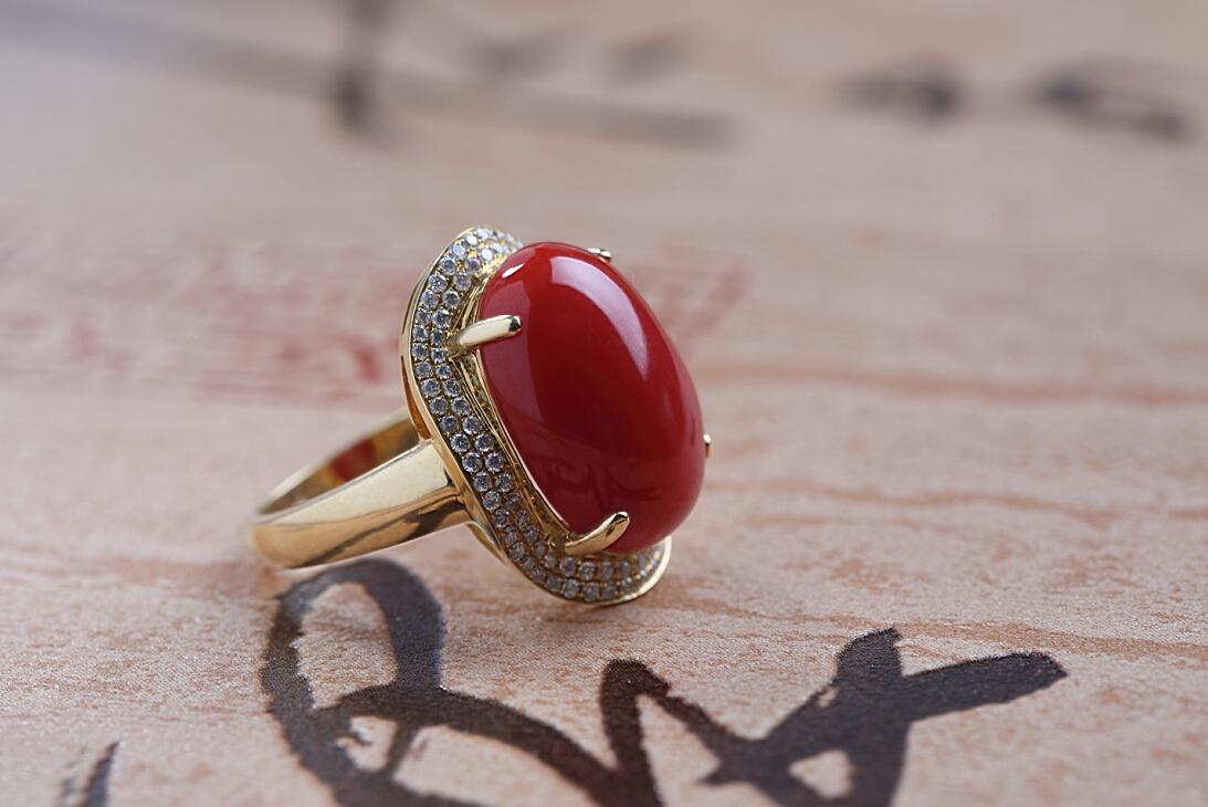 aka级红珊瑚18k金镶钻戒指  经典4爪,蛋面戒面饱满润泽,两排碎