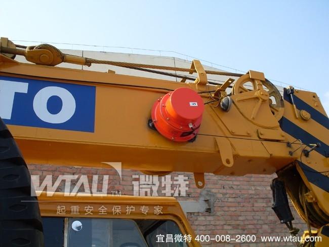 车间用斜臂机械手 车间用斜臂机械手生产厂 车间用斜臂机械手 车间用斜臂机械手生产厂 斜臂机械手按手臂多少分为单臂(M)和双臂(A),按手臂结构分为单截(S),双截(D),。本司产品型号: ZQD-650AS(D) ZQD-750AS(D) ZQD-850AS(D)ZQD,斜臂机械手系列适用于30-280T的各型卧式射出成型机的三板模具的成品及水口取出。上下手臂有单截式和双截式,上下,引拔,旋出,旋入均采用气压驱动,速度快,经济实惠型机械手臂,安装机械手可增加产能(10-30%),降低产品的不良率,保障操作