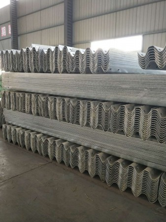 山东热镀锌护栏板制造商
