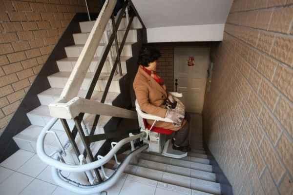 轨道式座椅电梯