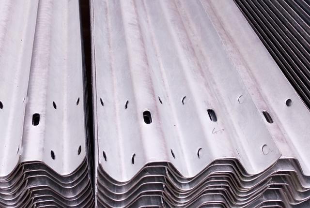 热镀锌波形护栏板