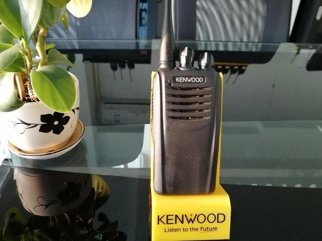 kenwood对讲机维修 NX-220/320 NEXEDGE超小型多模式数字手持对讲机系列包括具备键盘、显示屏的NX-220C/NX-320C和无键盘、无显示屏的NX-220C2/NX-320C2。符合NXDN数字空中接口标准。 全系列产品都具备多种工作模式和丰富的应用功能,可以满足各类不同用户的使用要求。用户能够根据具体需要灵活组合,从而获得最 佳的投 资及使用效率。 特长
