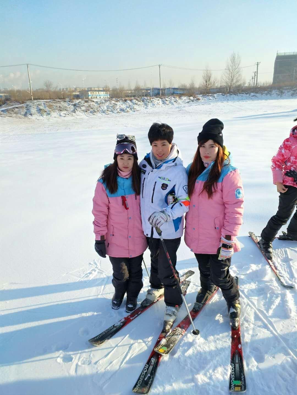 滑雪场雪上乐园
