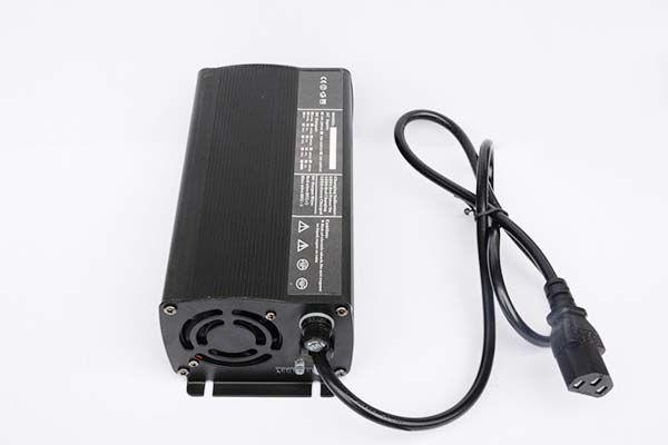 广东36V15A铅酸电池充电器厂家直销