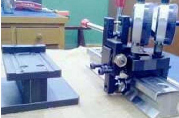 V型面导轨测量检具