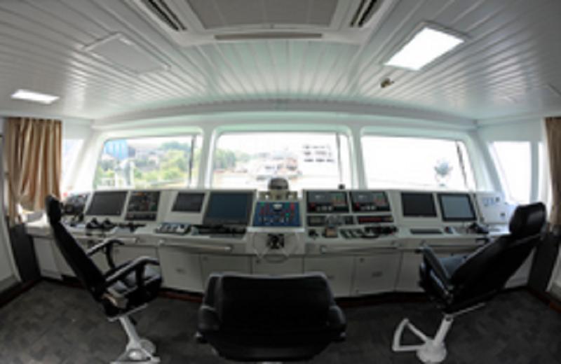 长江航道局综合测量及战枯水指挥船