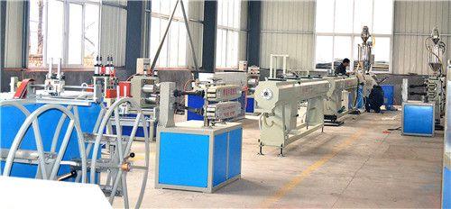 山东PE排水管生产设备厂家