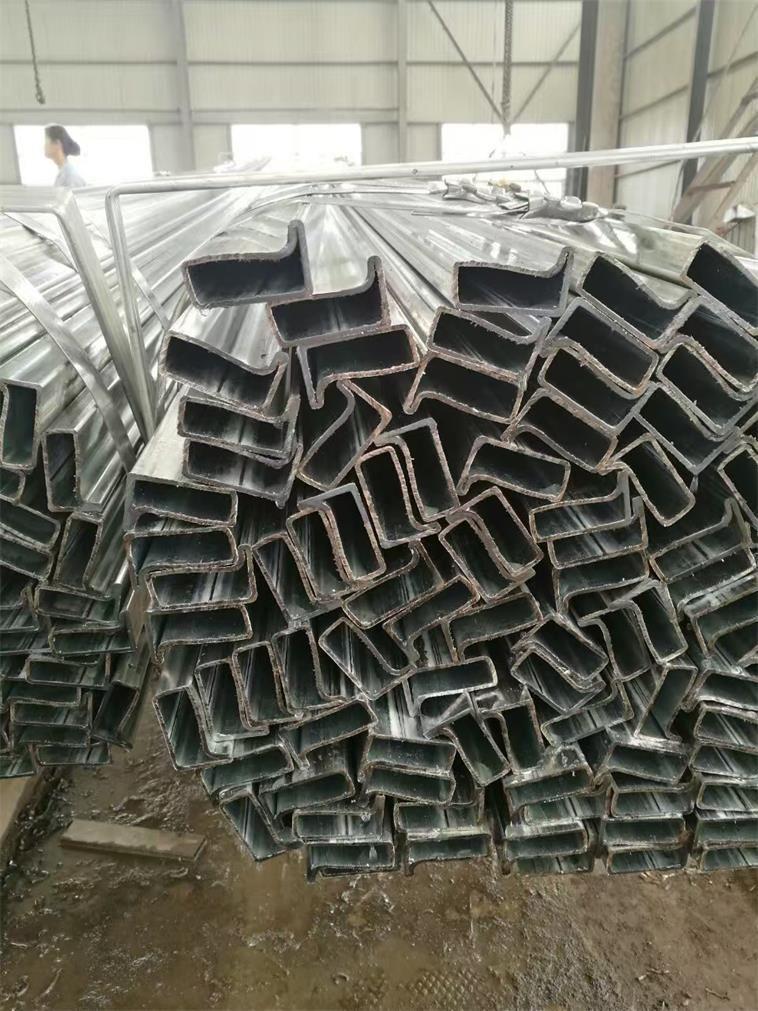 集裝房立柱40*80P形管