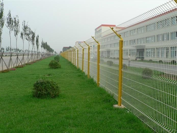 带折弯护栏网-桃型柱护栏网-桃型柱折弯护栏网