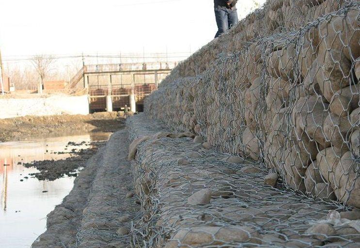 河道治理铅丝石笼网厂家现货供应格宾石笼