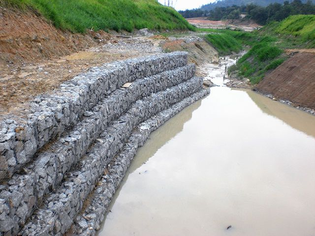 格宾石笼网实体厂家供应防洪护坡铅丝石笼