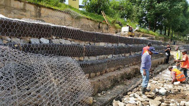格賓網廠家供應河床石籠網箱加筋六角石籠網卷防洪焊接石籠網墻