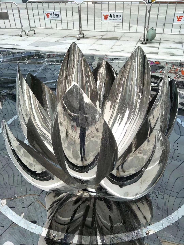 广场、小区景观雕塑!不锈钢镜面莲花雕塑图片