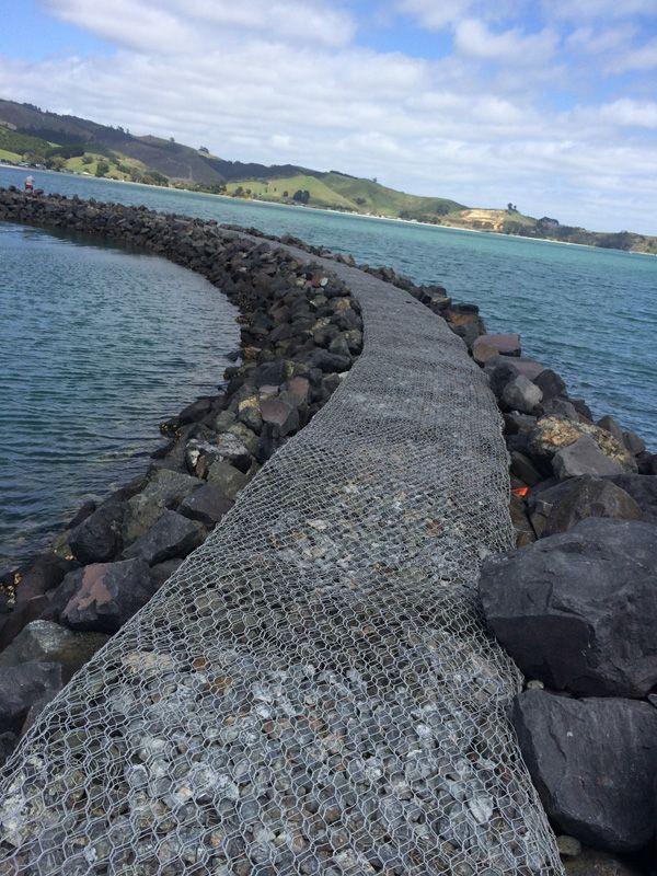 镀锌石笼网挡土墙 生态蜂巢网格宾格石笼 拧编河道铅丝笼