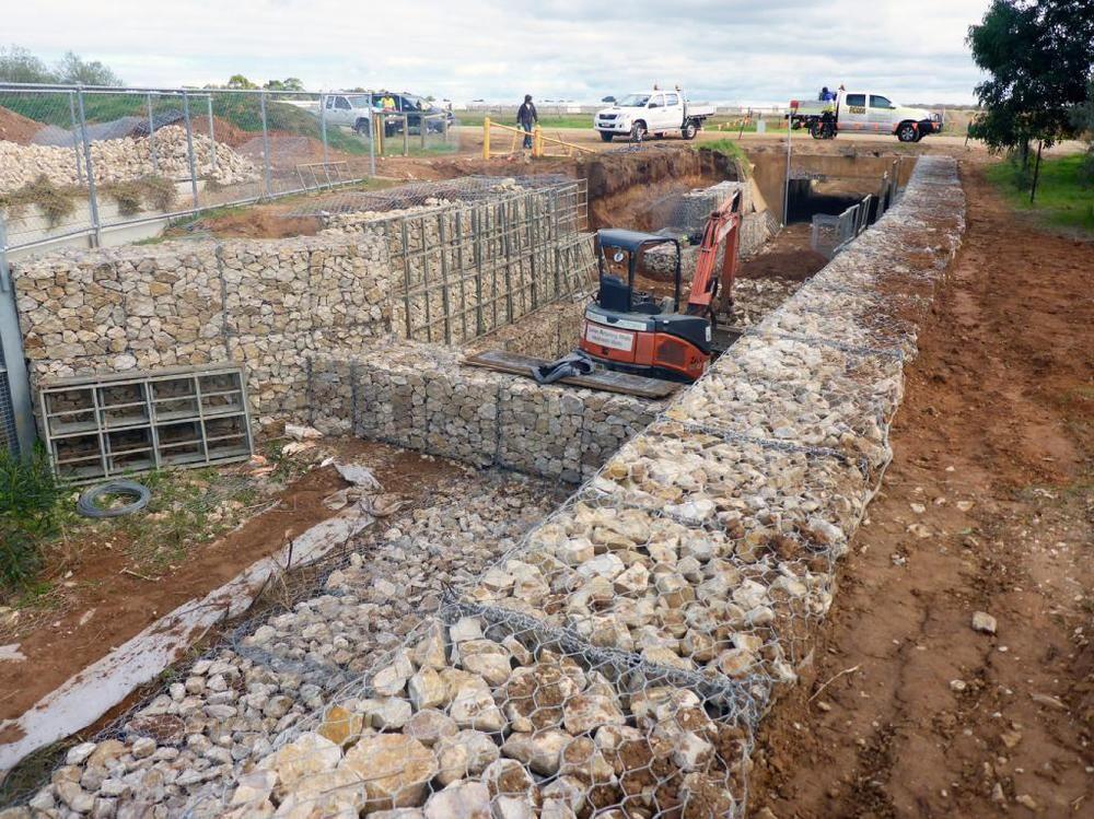 石笼网河道水利工程防洪格宾网批发铅丝笼电焊景观石笼网厂家批发