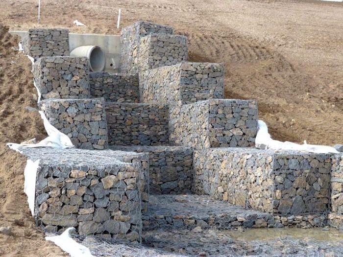 工厂定做河道抗洪固土石笼网 格宾网格宾石笼网高镀锌装石头丝笼