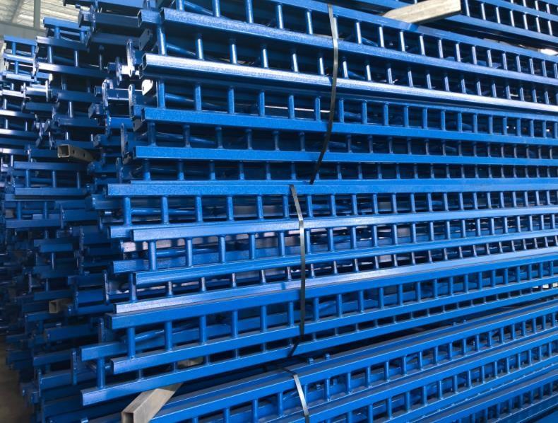 不同类型和材料的全钢爬架,价格也是不同的