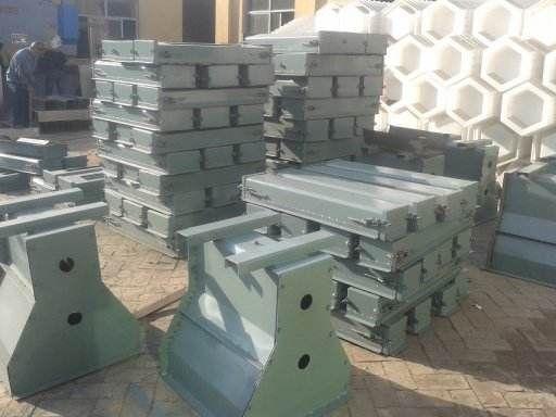 包头隔离墩模具-水泥高速隔离墩钢模具