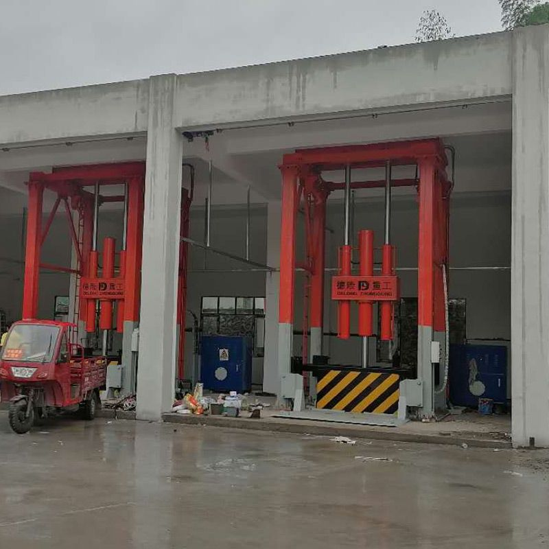 河南德隆重工垂直式垃圾压缩站周转设备生产厂家欢迎贵州铜仁客户来厂考察