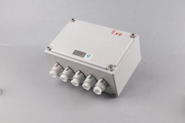 BXJ石油平臺噴塑防腐防爆接線箱