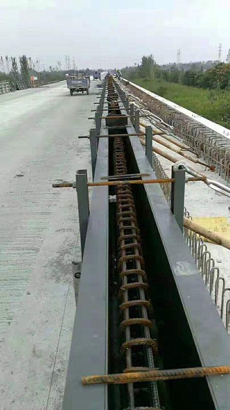 防撞墙钢模具厂家直销-混凝土防撞墙钢模具介绍作用